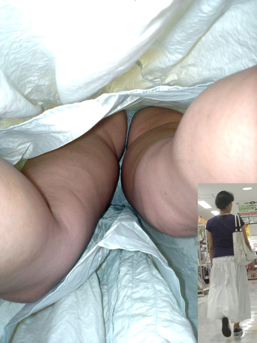 素人女子がロングスカートで絶対大丈夫とたかをくくった結果 → 余裕の逆さパンチラwwww 0643