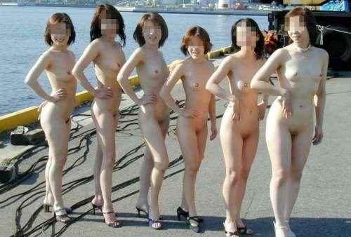 【素人投稿】布一枚も許されない完全全裸で街を歩くド変態素人女子の野外露出wwwww 0731