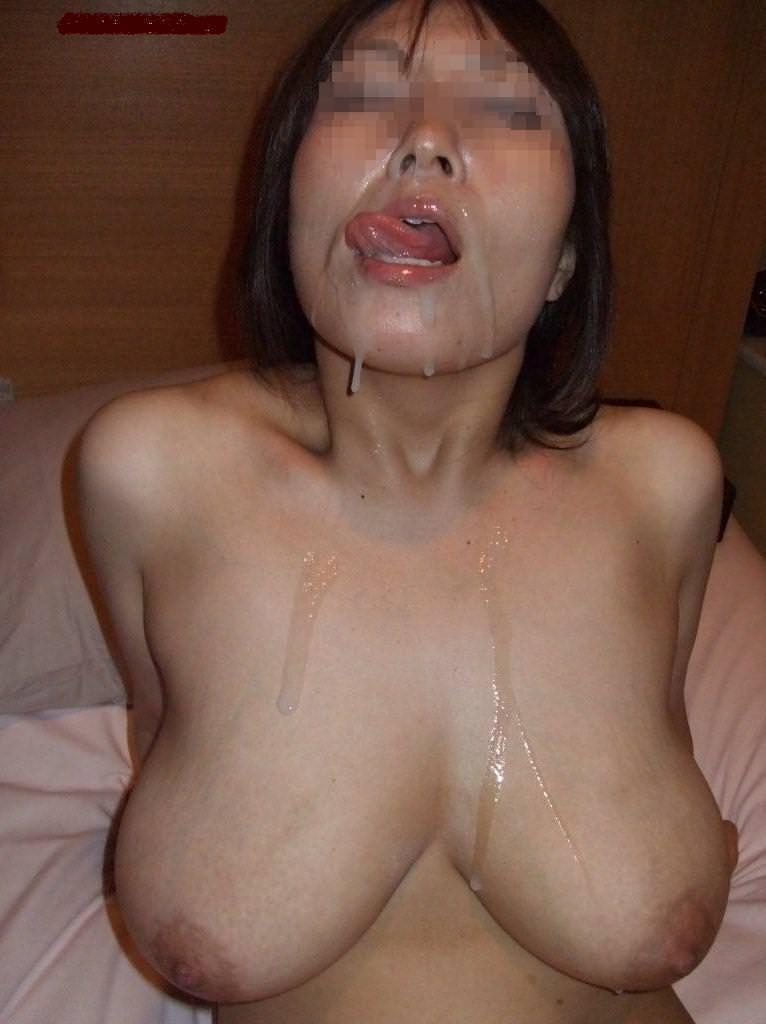 【熟女顔射】若いチンコが不倫中の人妻の顔面をザー汁だらけにwww 1003