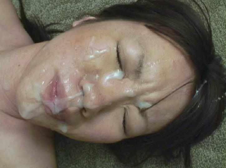 【熟女顔射】若いチンコが不倫中の人妻の顔面をザー汁だらけにwww 1012