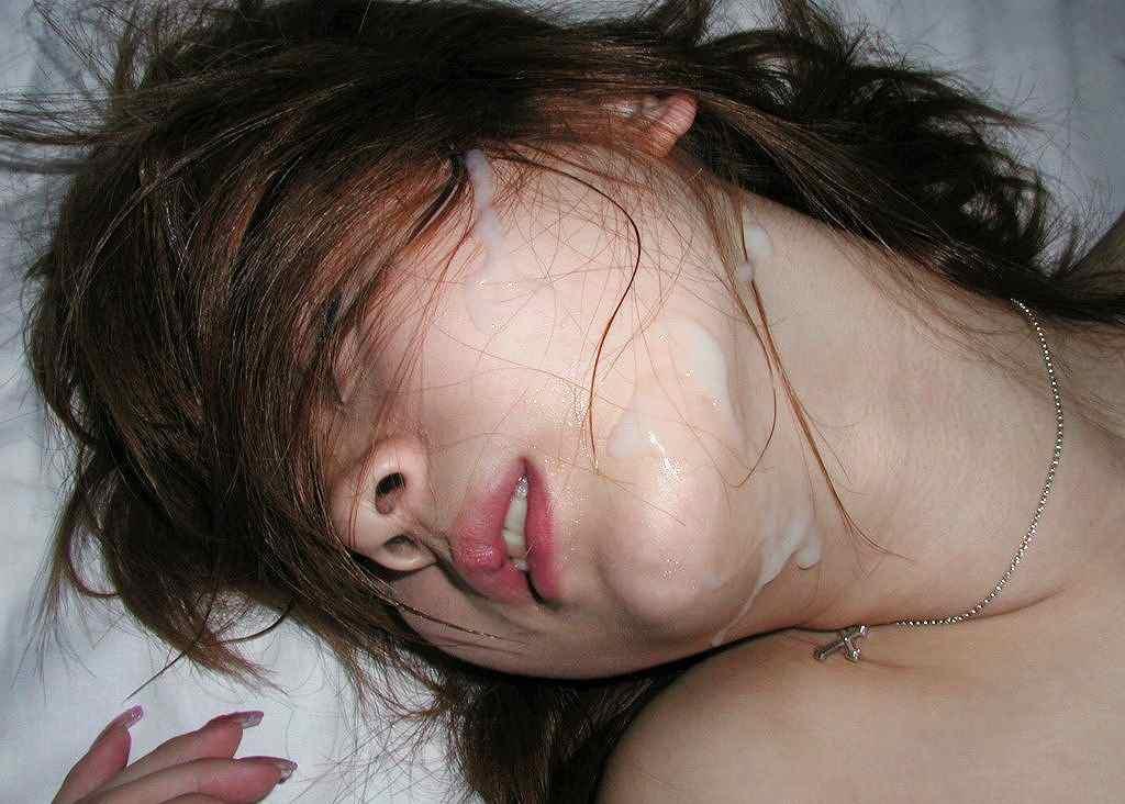 【熟女顔射】若いチンコが不倫中の人妻の顔面をザー汁だらけにwww 1014