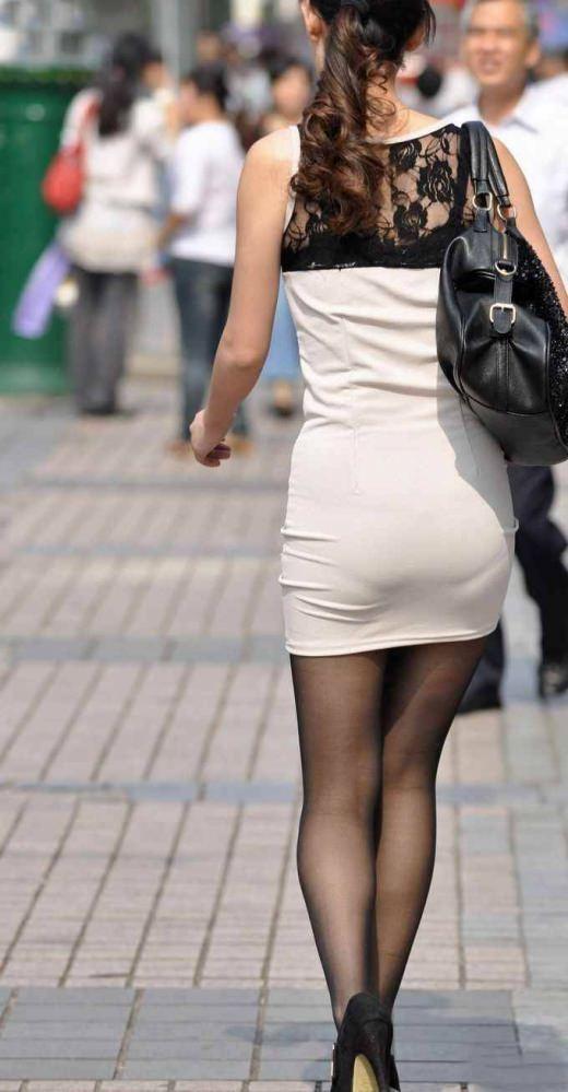 ガチ素人の街撮り透けパンチラをもっこり盗撮www 1033