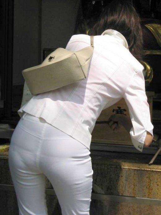 ガチ素人の街撮り透けパンチラをもっこり盗撮www 1035