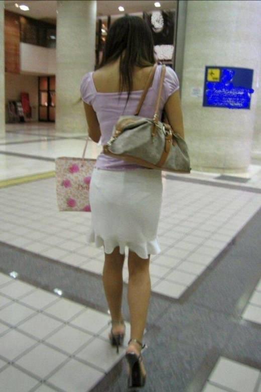ガチ素人の街撮り透けパンチラをもっこり盗撮www 1043