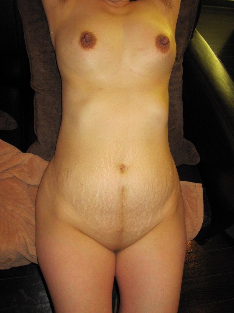 【素人画像】熟女のまん臭除去のためパイパンにさせた証拠写真をうpwwwwww 1210