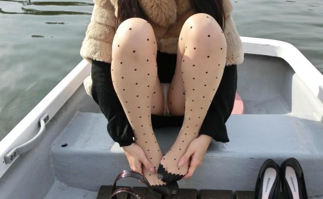 見せつける感じでパンチラしてくるド変態系彼女のパンツ丸見えが笑えるwwwww 1223