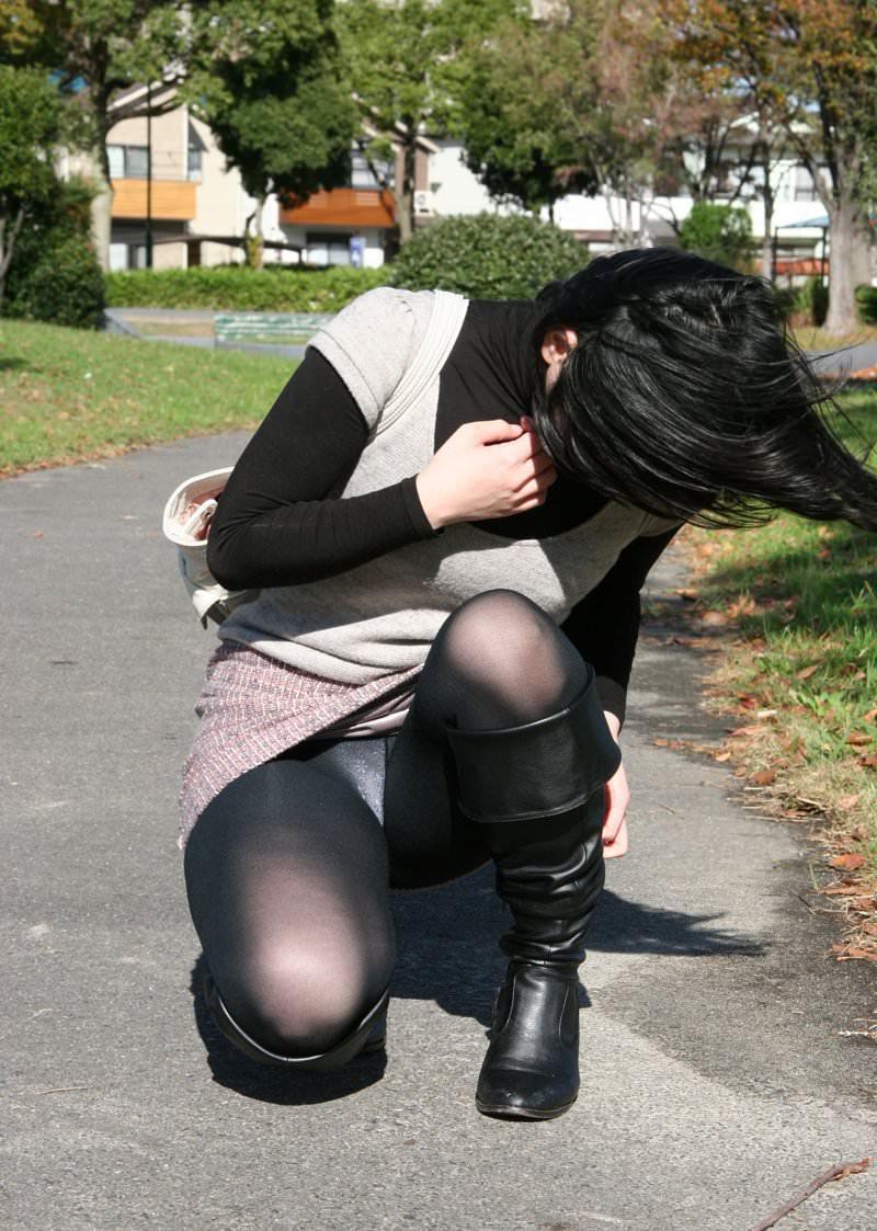 見せつける感じでパンチラしてくるド変態系彼女のパンツ丸見えが笑えるwwwww 1225