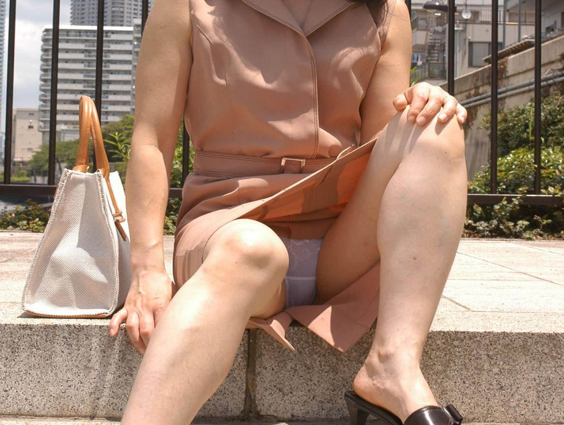 見せつける感じでパンチラしてくるド変態系彼女のパンツ丸見えが笑えるwwwww 1229