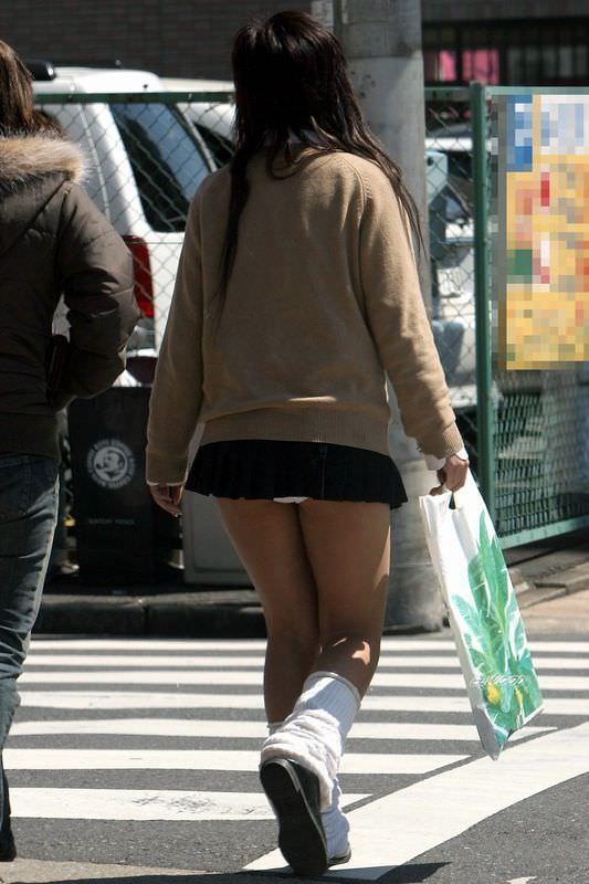【素人盗撮】制服を着た女子校生のパンチらがたまらな過ぎておかずに困らんwwwww 1375