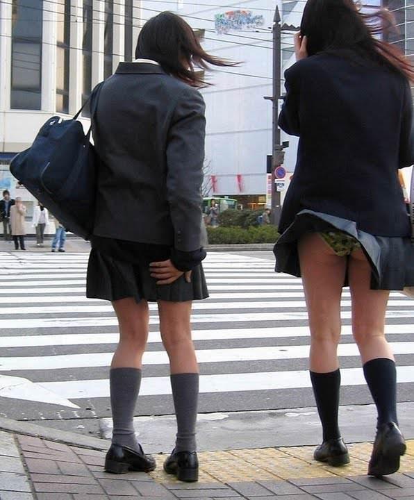 【素人盗撮】制服を着た女子校生のパンチらがたまらな過ぎておかずに困らんwwwww 1386