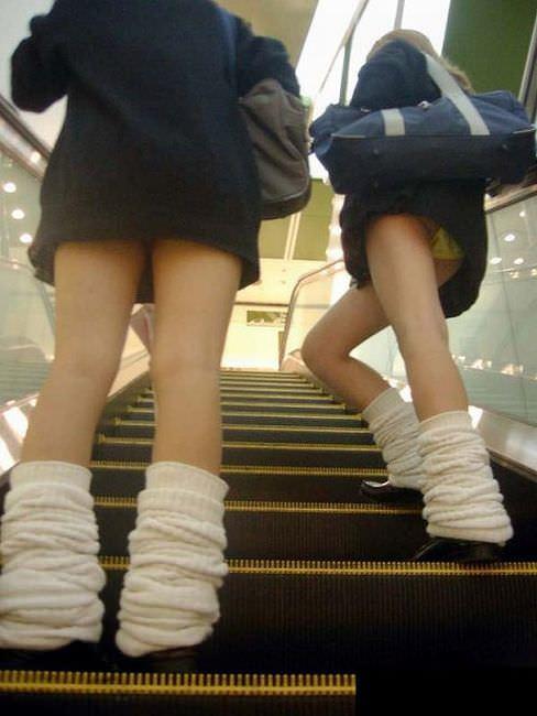 【素人盗撮】制服を着た女子校生のパンチらがたまらな過ぎておかずに困らんwwwww 1387