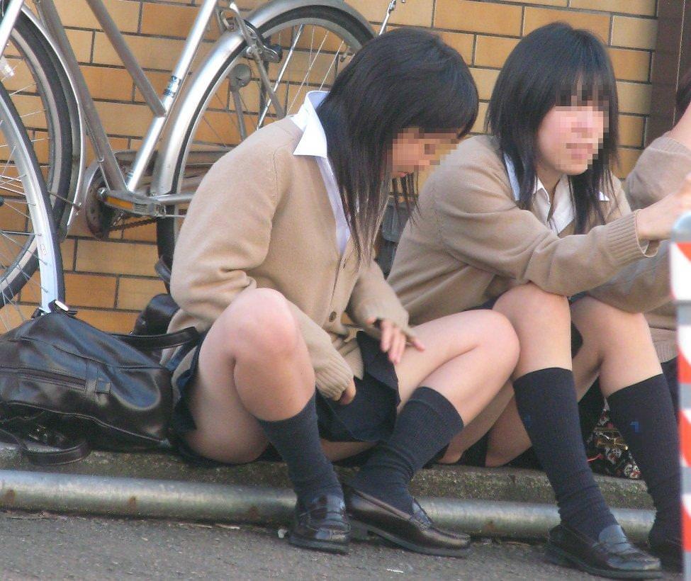 【素人盗撮】制服を着た女子校生のパンチらがたまらな過ぎておかずに困らんwwwww 1388