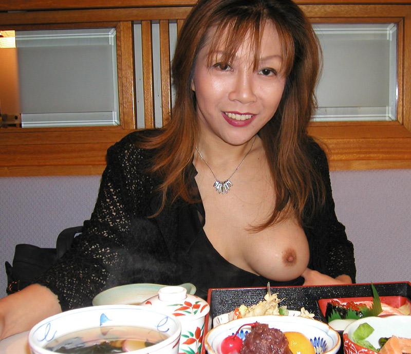可愛い素人の女の子が片乳おっぱいだけ乳首見せてくれたラッキーショットwww 1702
