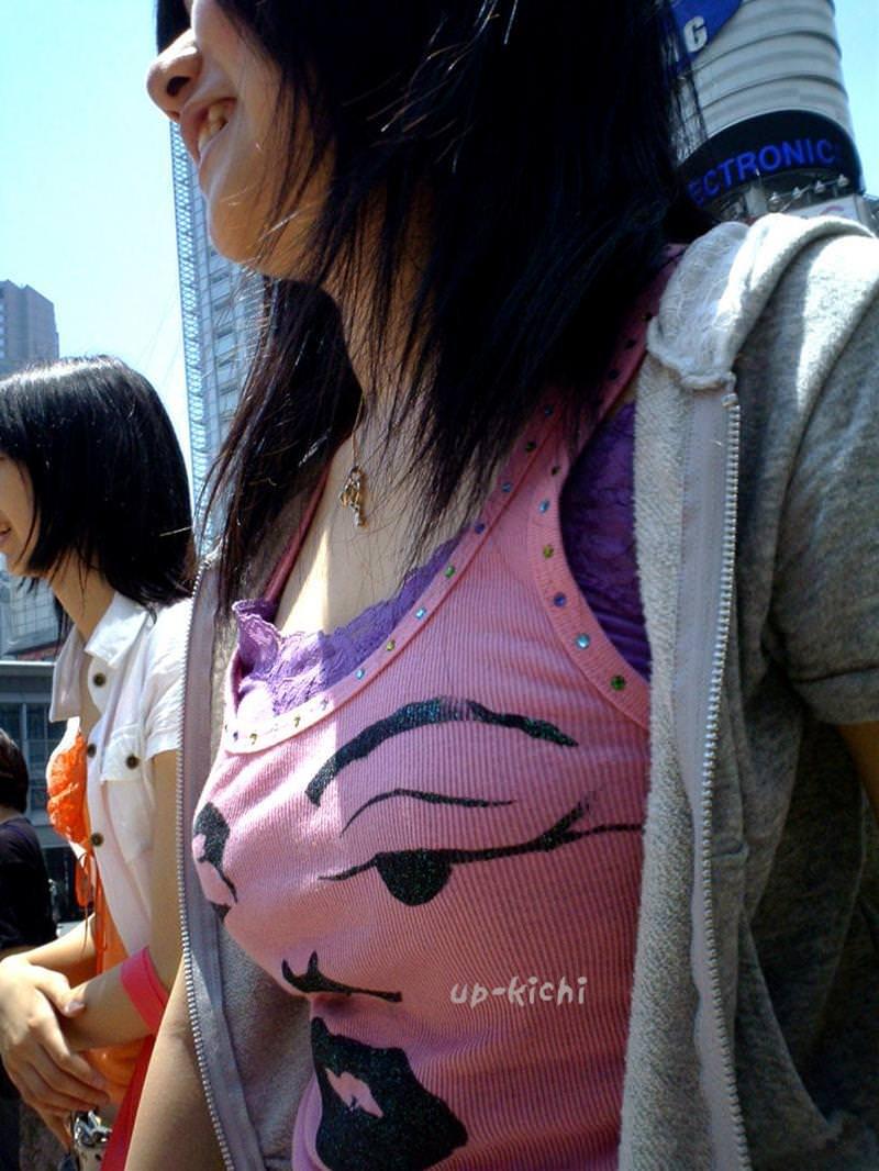 こっそり盗み撮り!!巨乳お姉さんの着衣おっぱい街撮り成功wwww 1801
