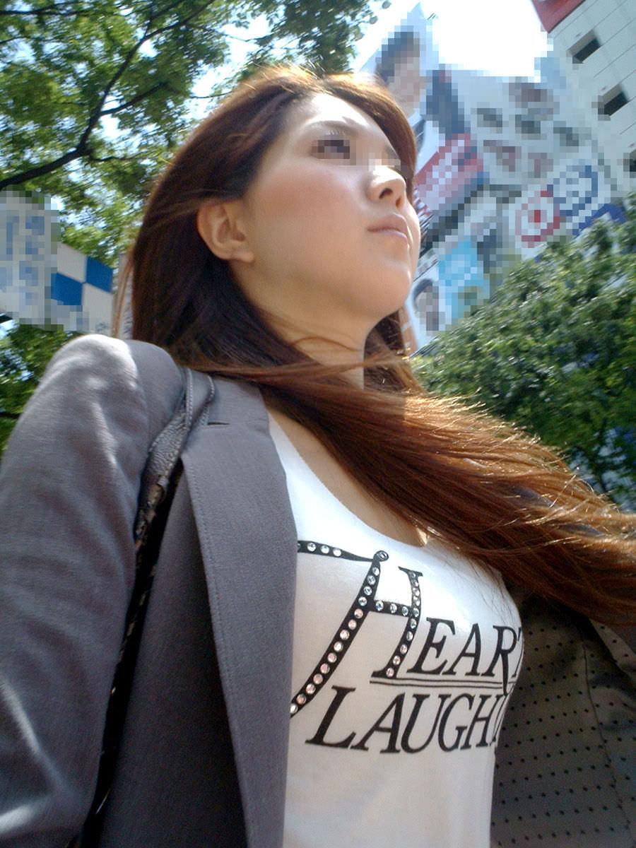 こっそり盗み撮り!!巨乳お姉さんの着衣おっぱい街撮り成功wwww 1807