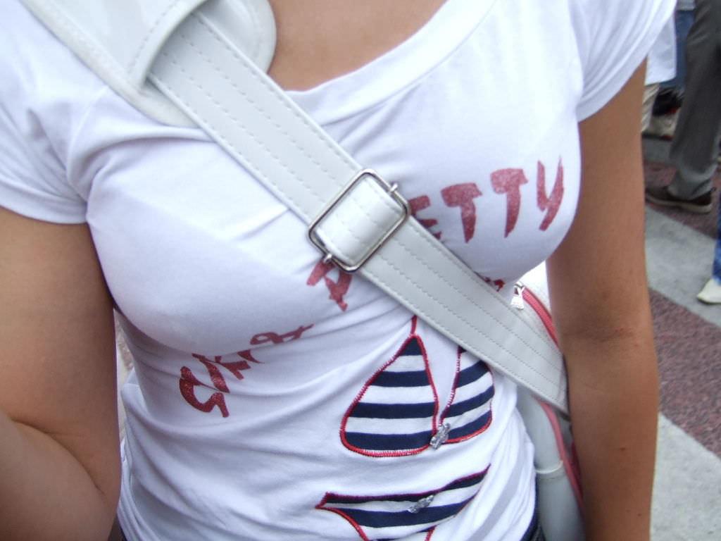 【素人盗撮】撮られてるとは築いてない巨乳お姉さんの着衣おっぱい街撮り成功wwww 1824