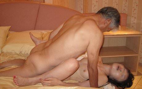 【素人投稿】愛しすぎた奥さんを正常位でハメ撮りしてネット公開した鬼畜旦那wwww 2133