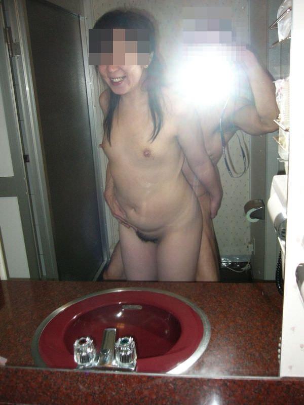 素人カップルが立ちバックでおちんぽ挿して合体中の鏡越しのハメ撮りwwww 2411