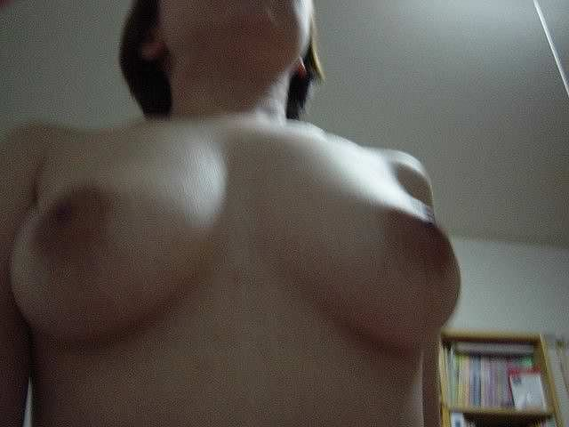 若いおなごの裸体が好きすぎるwww乳首も張りがある素人娘のおっぱいヌードwww 2674
