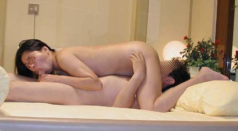 互いの愛の深さを確かめ合うため生臭い性器を舐め合う素人夫婦のシックスナインwwwwww 2826