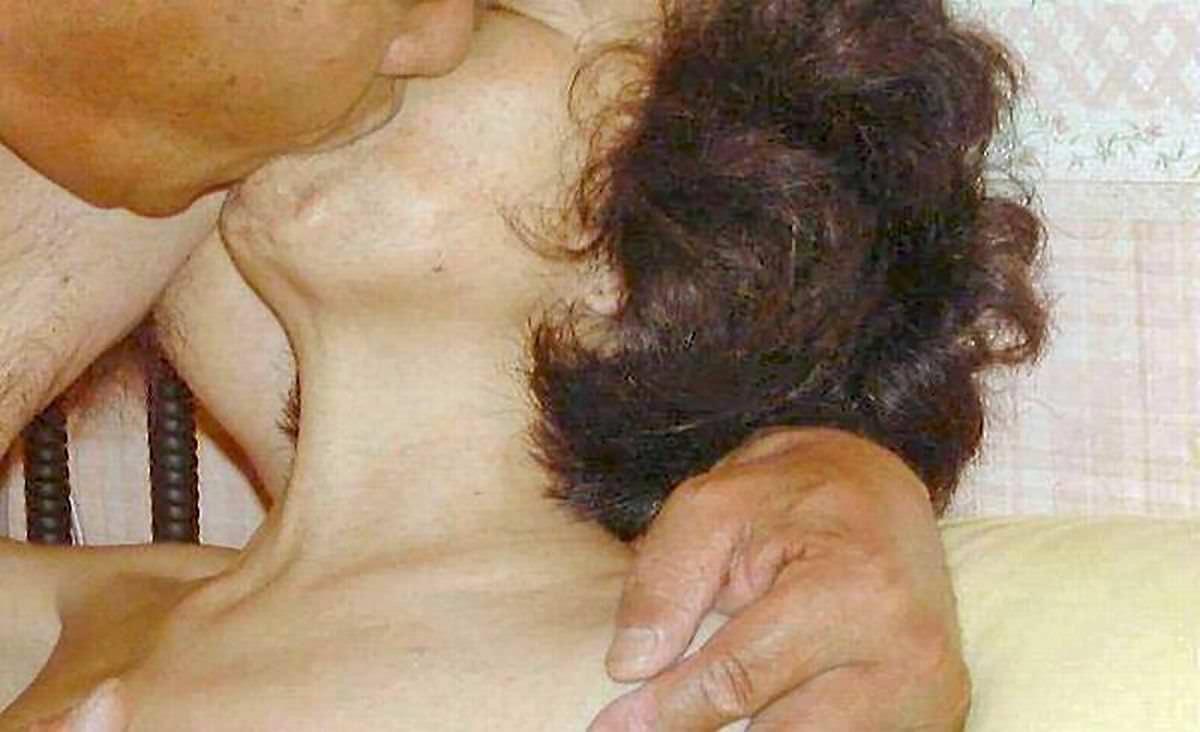 唾液がネッチョリ濃そうな素人熟女の熱いキスwwww 2906