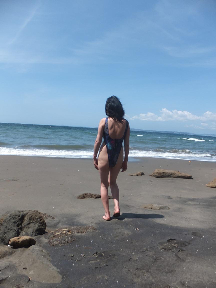 肉感的ボディーのエロ人妻がピチピチ水着姿で男を誘惑wwwwww 0614