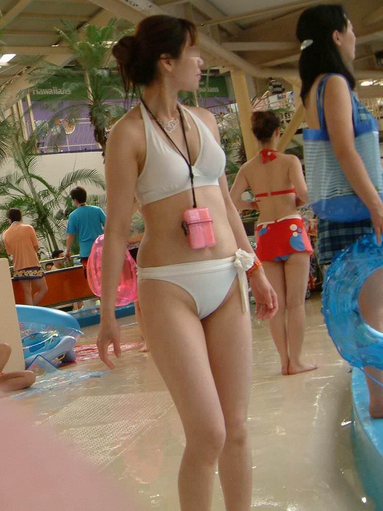 肉感的ボディーのエロ人妻がピチピチ水着姿で男を誘惑wwwwww 0623