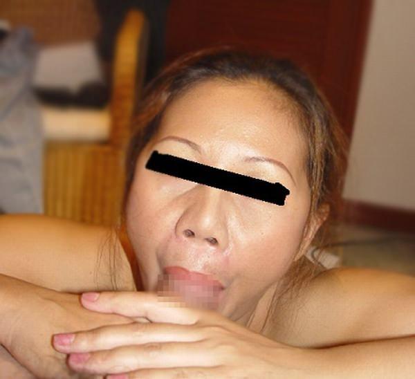 チンコ咥えるのが上手すぎww熟練したフェラテクを披露する人妻熟女www 0634