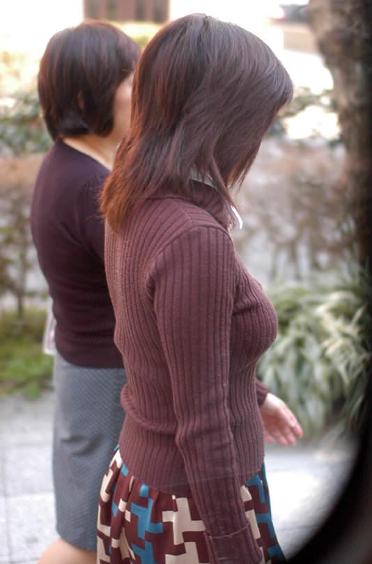 着衣おっぱいという強烈にエロい素人を盗撮街撮りエロ画像 0835