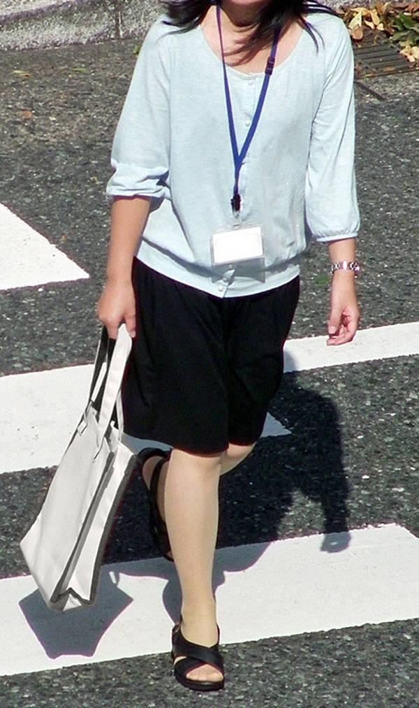 制服着たOLの街撮りお姉さま画像だけで抜く奴www 2404