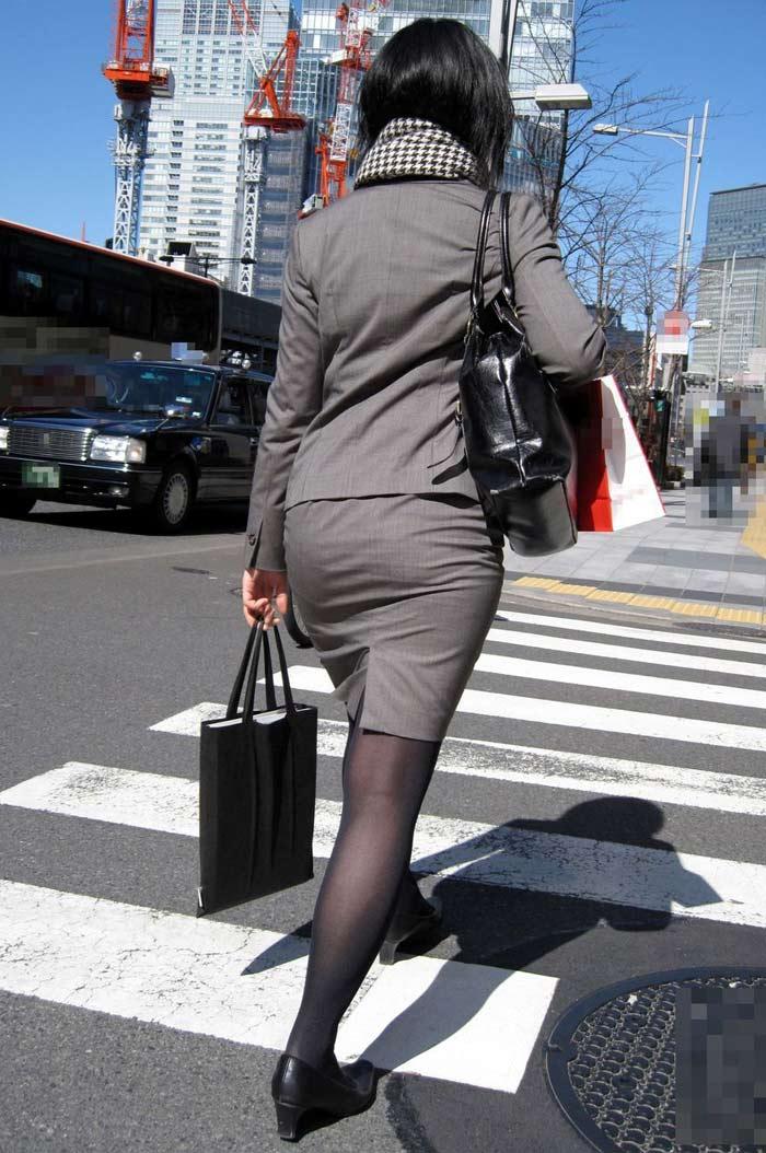 制服着たOLの街撮りお姉さま画像だけで抜く奴www 2412