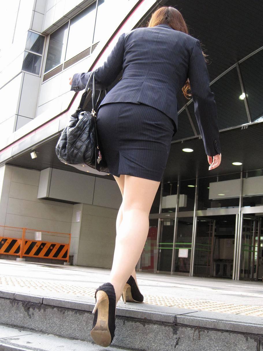 制服着たOLの街撮りお姉さま画像だけで抜く奴www 2418