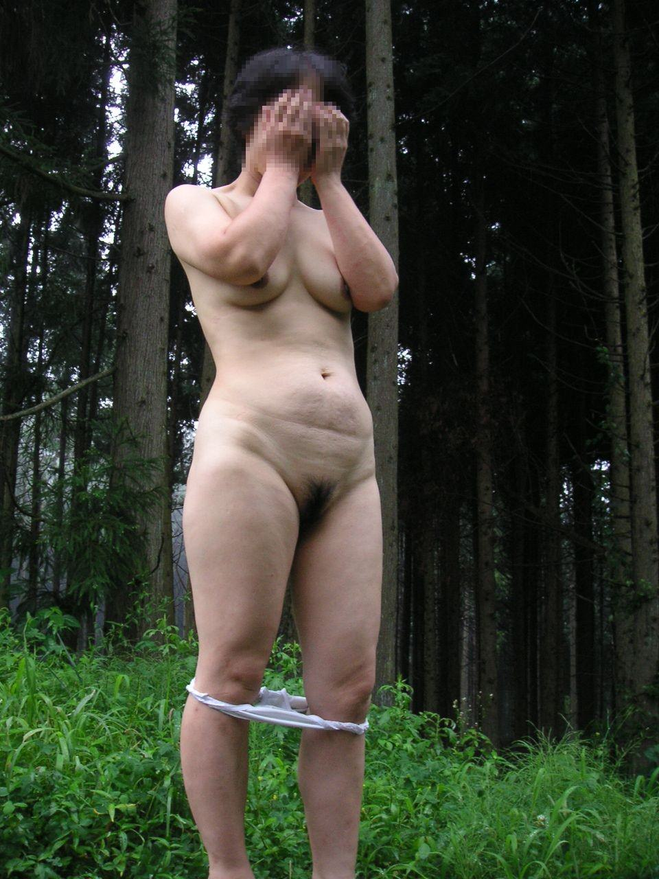 カメラマン旦那が奥さんを辱しめて野外露出を撮影するド変態夫婦www 0139