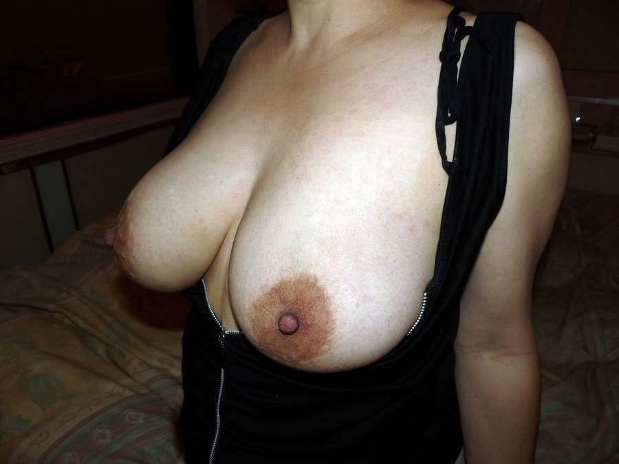 乳首がビンビンにコリコリしてる素人の自撮りおっぱいエロ過ぎwww 0430