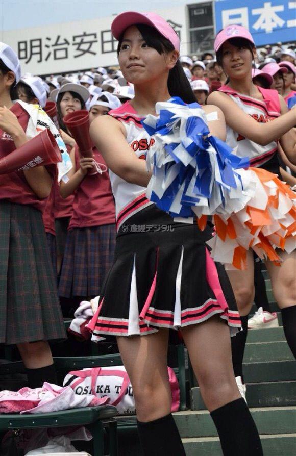 甲子園で応援するチアガールの脇とか太もものエロ画像wwwww 1232