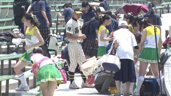 甲子園で応援するチアガールの脇とか太もものエロ画像wwwww 1242
