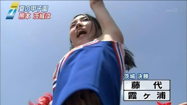 甲子園で応援するチアガールの脇とか太もものエロ画像wwwww 1253