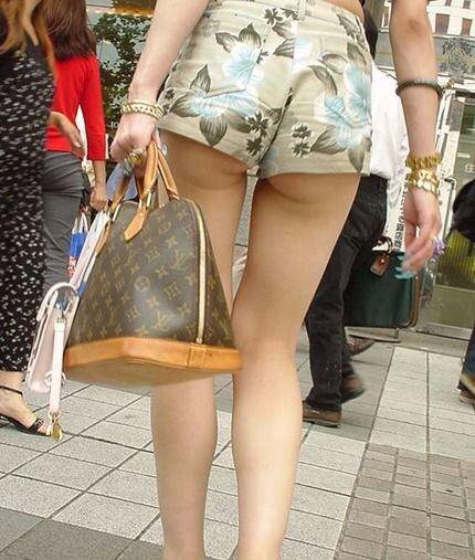 セクシーな素人娘の太ももがエロい街撮りホットパンツwww 2647
