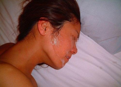 彼女の顔に精子ぶっかけると最高に気持ちwww顔射してるカップルって結構多いよなぁwww 0762