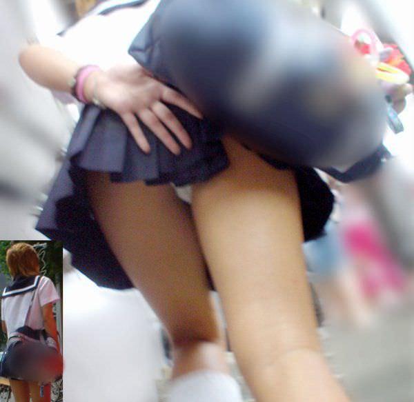 制服jkのパンティーを街撮り盗撮したパンチラ画像www 1009