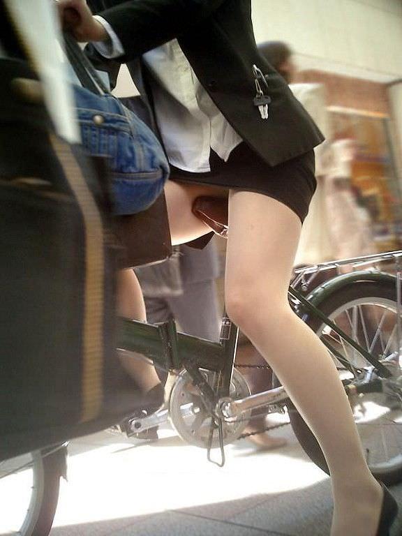 外回りで出会ったOLの街撮りパンチラを偶然盗撮www 1119