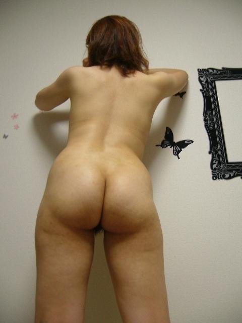 立ちバックで犯したい人妻熟女のたるんだ四角いお尻のエロ画像 1202