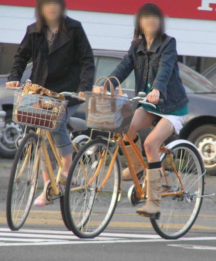 女の子は自転車乗ってるだけでエロいwwwオナニー捗るオカズ画像www 1217