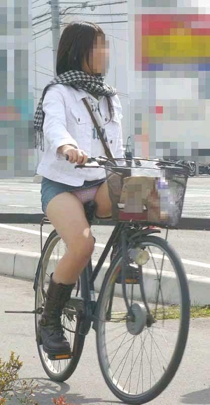 女の子は自転車乗ってるだけでエロいwwwオナニー捗るオカズ画像www 1218