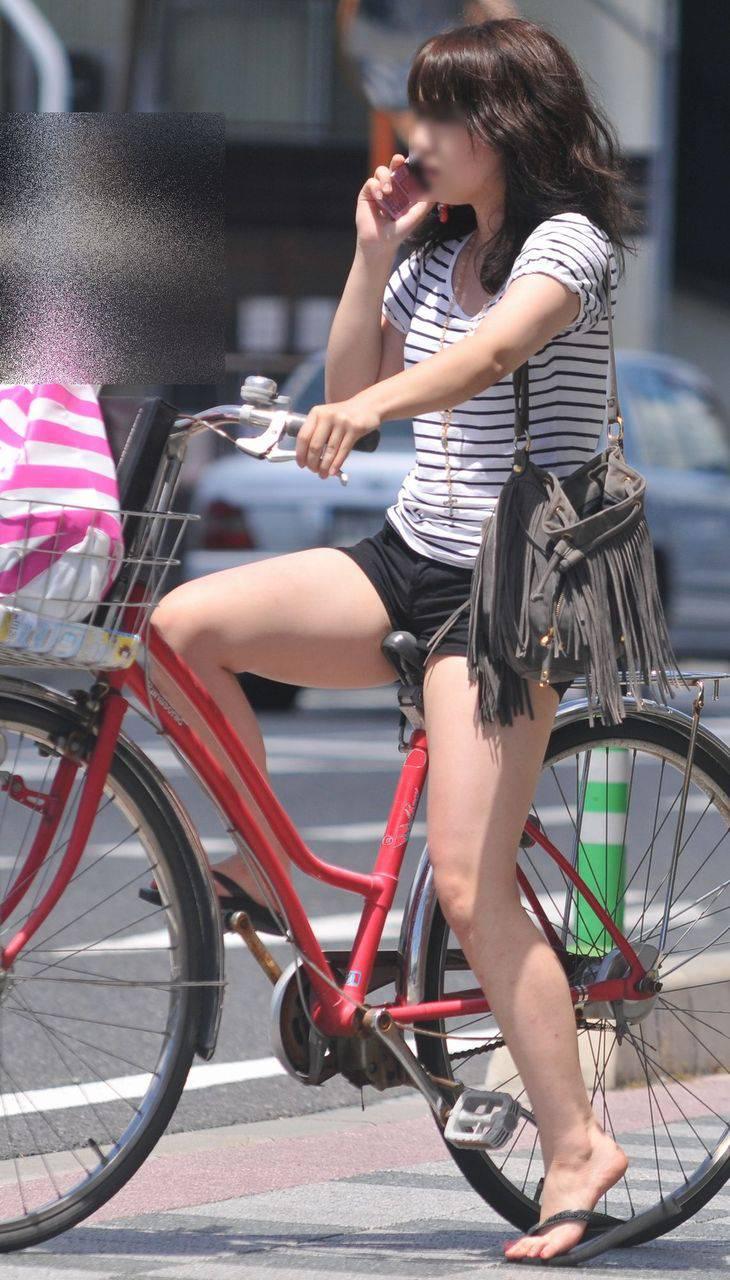 女の子は自転車乗ってるだけでエロいwwwオナニー捗るオカズ画像www 1222