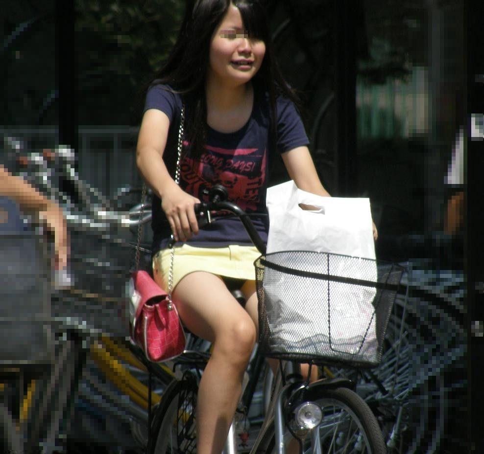 女の子は自転車乗ってるだけでエロいwwwオナニー捗るオカズ画像www 1223