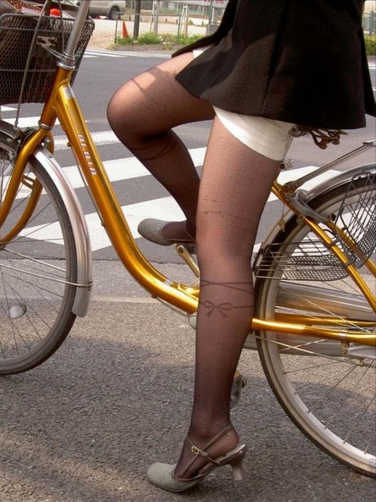 女の子は自転車乗ってるだけでエロいwwwオナニー捗るオカズ画像www 1224