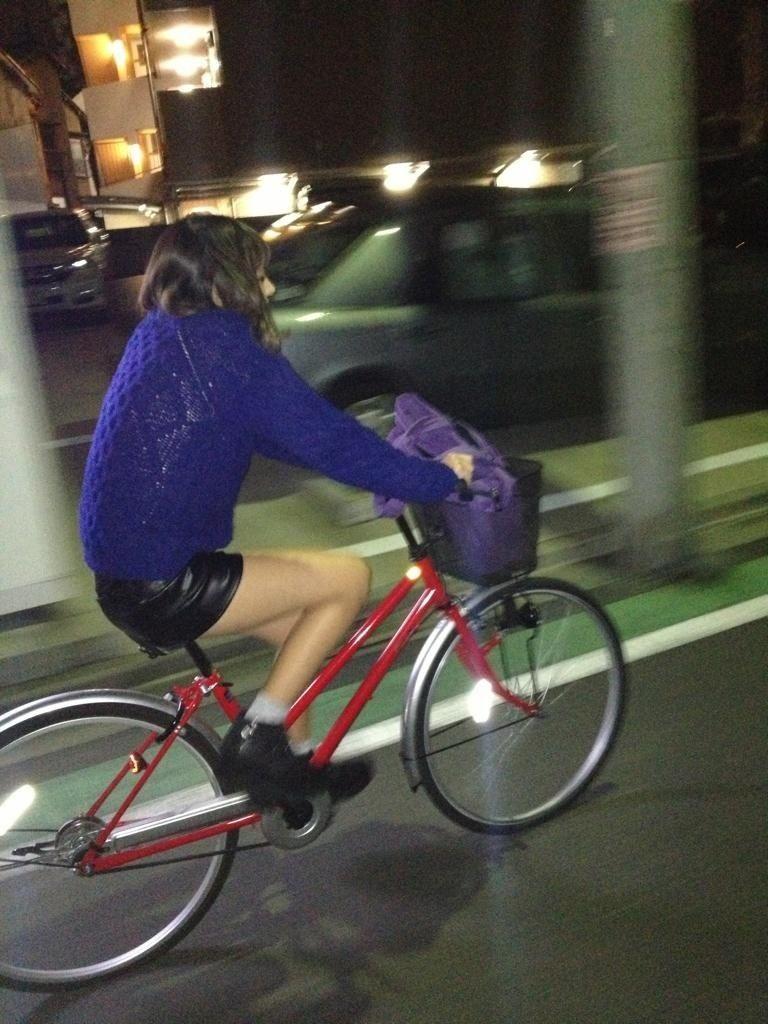 女の子は自転車乗ってるだけでエロいwwwオナニー捗るオカズ画像www 1225