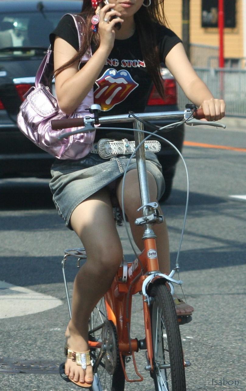 女の子は自転車乗ってるだけでエロいwwwオナニー捗るオカズ画像www 1228