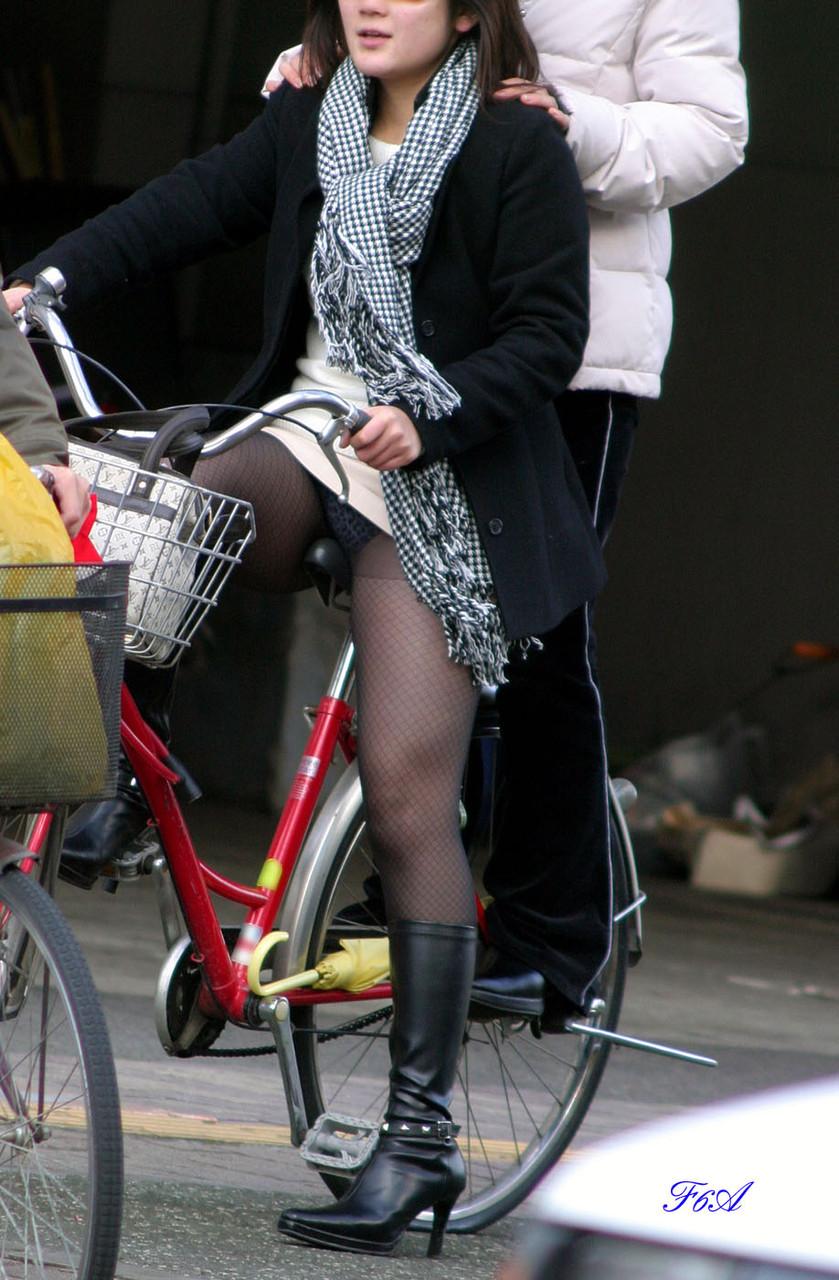 女の子は自転車乗ってるだけでエロいwwwオナニー捗るオカズ画像www 1232
